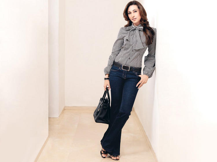 Karishma Kapoor Stylist Pic With Gray Color Shirt and Jeans