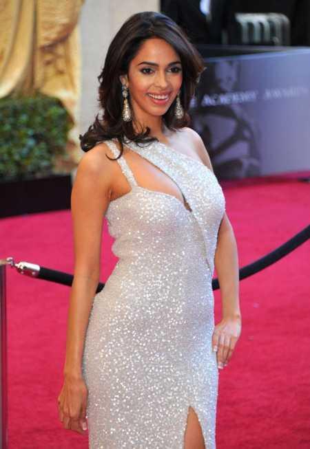 Mallika Sherawat Sexy Still at Oscar Awards