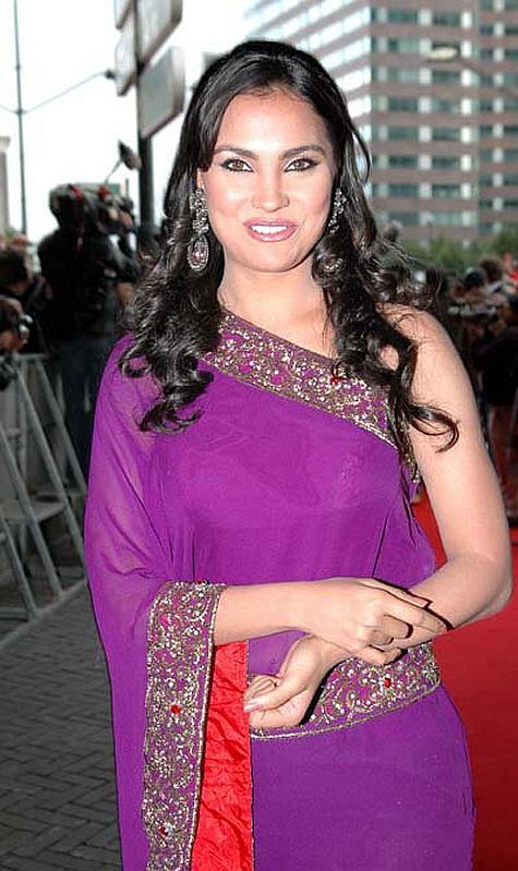 Lara Dutta Amazing Dress Beauty Still