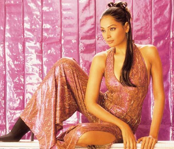 Bipasha Basu Hot Sexy Look Pic