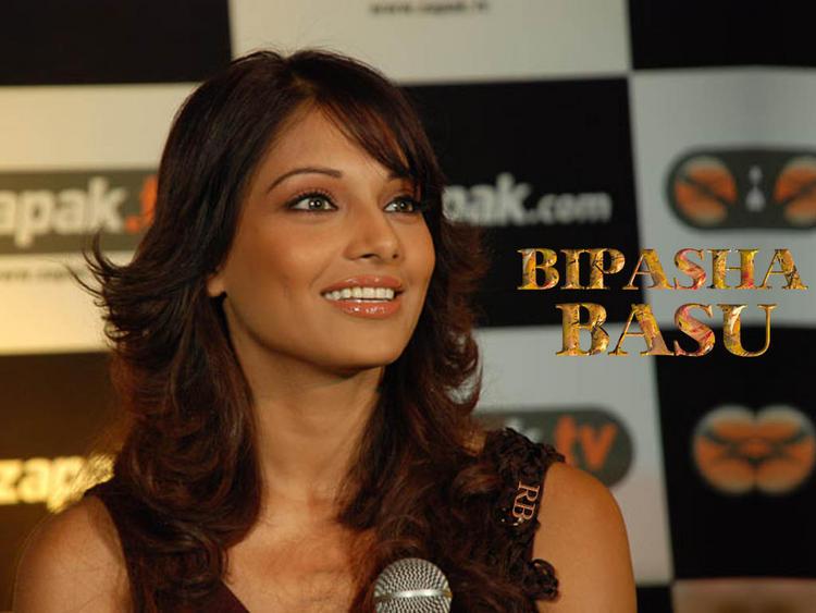 Bipasha Basu Sweet Smiley Look Wallpaper