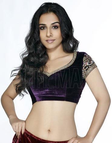 Vidya Balan Sexy Navel Exposing Wallpaper
