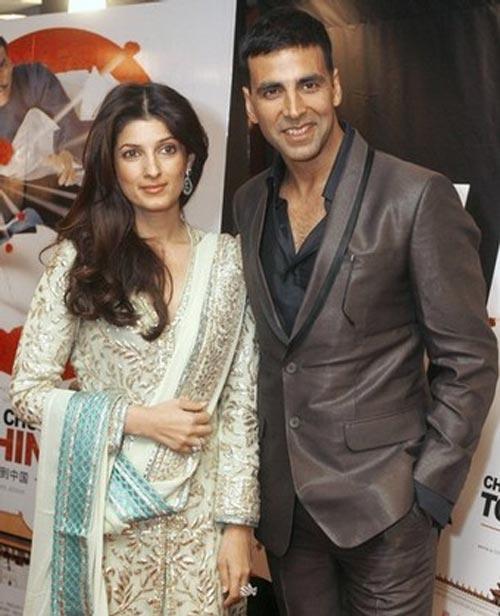 Twinkle Khanna And Akshay Kumar Smiling Pics