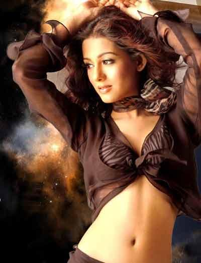 Amrita Rao Spicy Navel Exposing Wallpaper