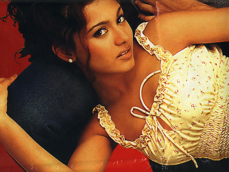 Hottie Amrita Rao Wallpaper