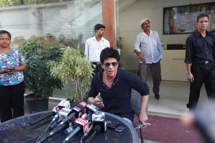 Shahrukh Khan Held A Press Conference At His Residence