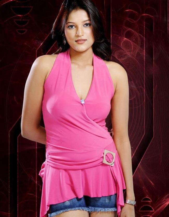 Roopali Glamour Look Wallpaper