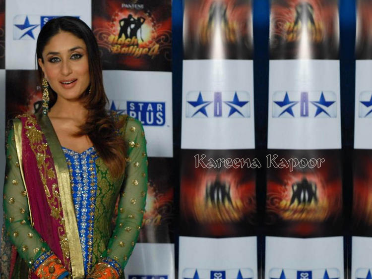 Kareena Kapoor Full Sleeve Salwar Kameez Still
