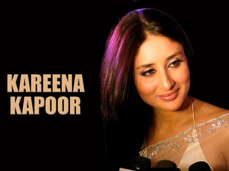 Kareena Kapoor Sweet Smile Pic In Transparent Saree