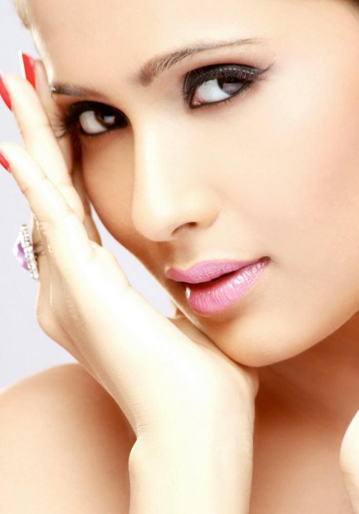 Dipa Shah Beautiful Eyes and Pink Lips Pic
