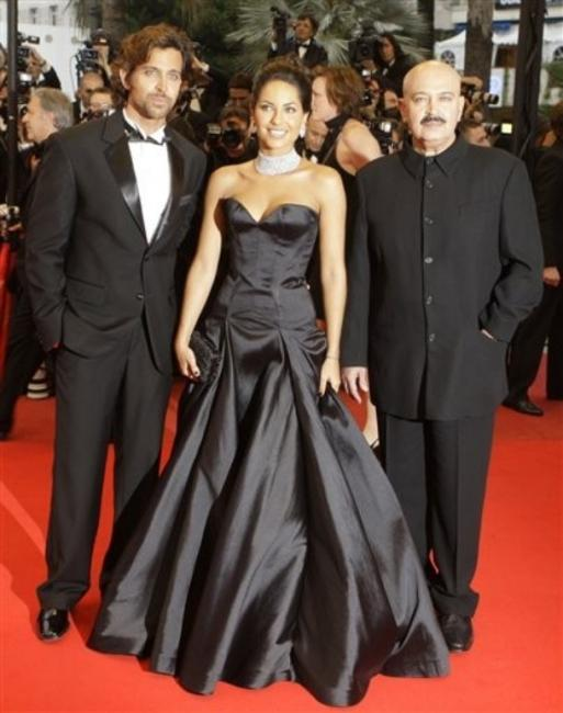 Hrithik Roshan On Red Carpet With Barbara and Father