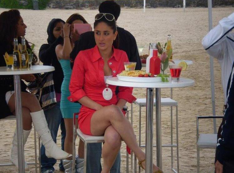 Kareena Kapoor Milky Legs Exposing Still