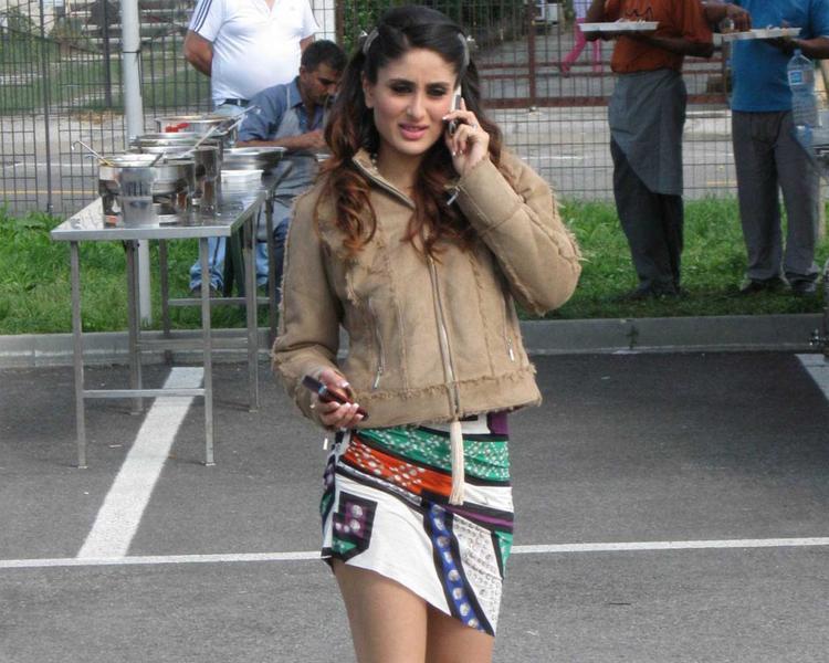 Kareena Kapoor Stunning Pic In Mini Skirt