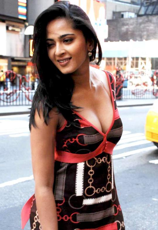 Anushka Shetty Hot Boob Sexy Pic