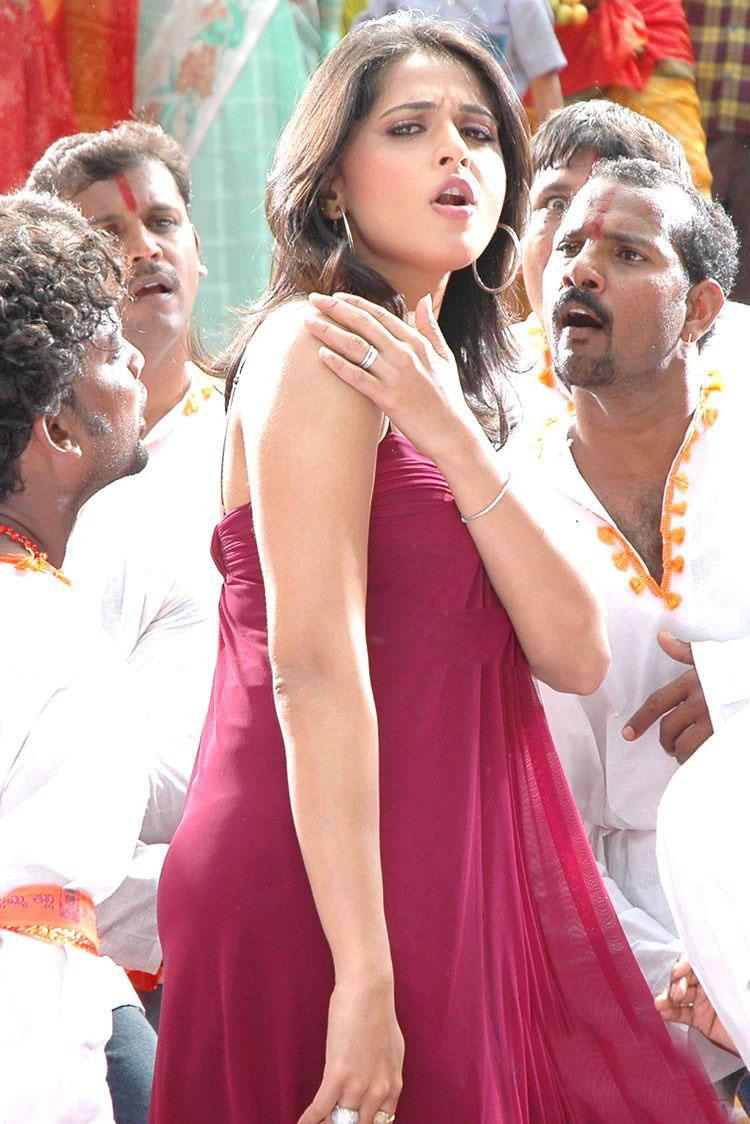 Item Girl Anushka Stunning Pic