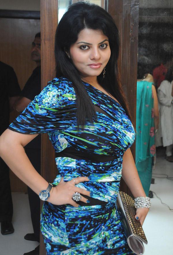 Shraddha Sharma Sexy Pose At Viveck Shettyy Birthday Party