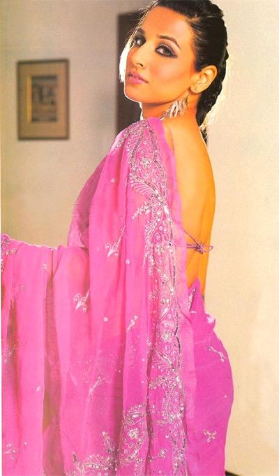 Vidya Balan Looks Hot In A Hot Pink Saree