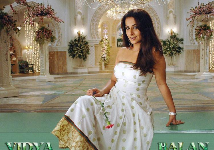 Vidya Balan White Strapless Dress Bold And Cool Pic