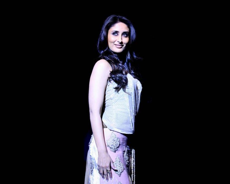 Kareena Kapoor Ramp Walk Still