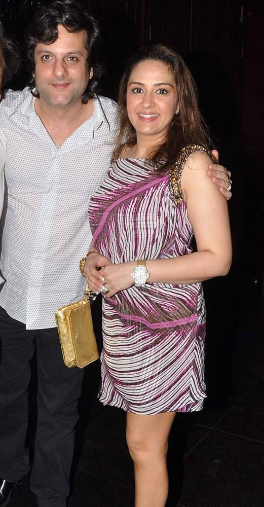 Fardeen And Wife Natasha Cute Pic At Aarti Birthday Party