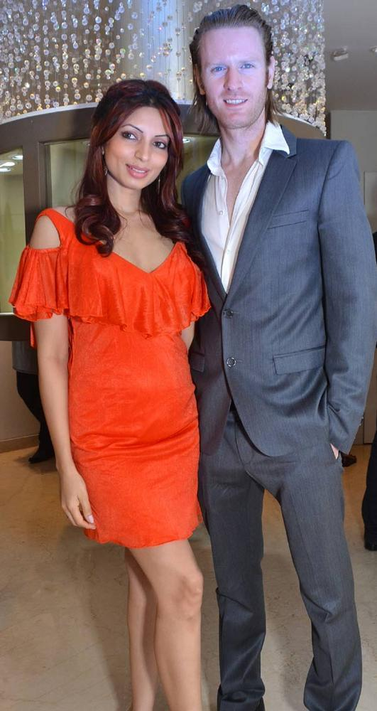 Shama Sikender And Alex O'Nel Nice Pic