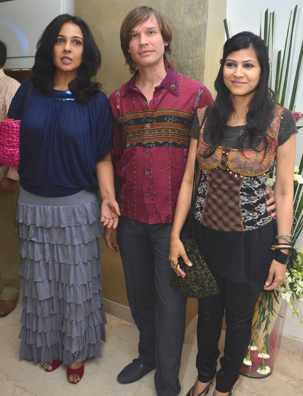 Suchitra Krishnamoorti,Luke Kenny And Deveki Singh Glamour Look Pic