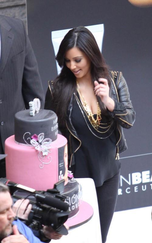 Kim Kardashian's 30th Birthday Cake Still