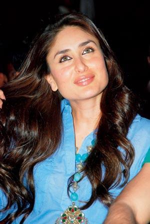 Crooning Beauty Kareena Kapoor Sang A Song in The 2004 Film Dev