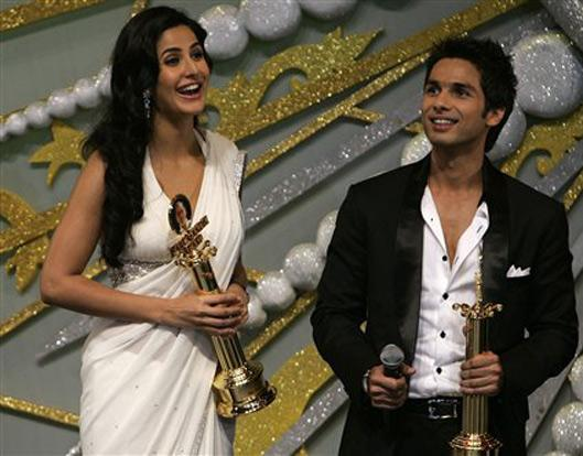 Katrina Kaif and Shahid Swetest Pic With Awards