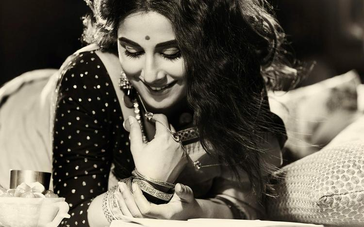 Vidya Balan Cool Dazzling Face Look Photo Shoot For Filmfare Middle East January 2013