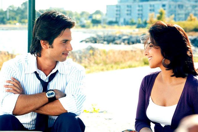 Shahid And Vidya Cute Smiling Still From Movie Kismat Konnection