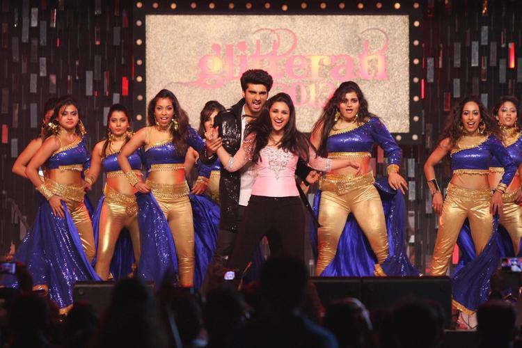 Arjun And Parineeti Couple Dance At Glitterati 2013 Aamby Valley City On New Year