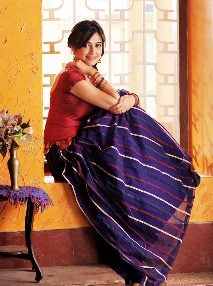 Kriti Kharbanda Glamour Look From Ongole Githa Movie