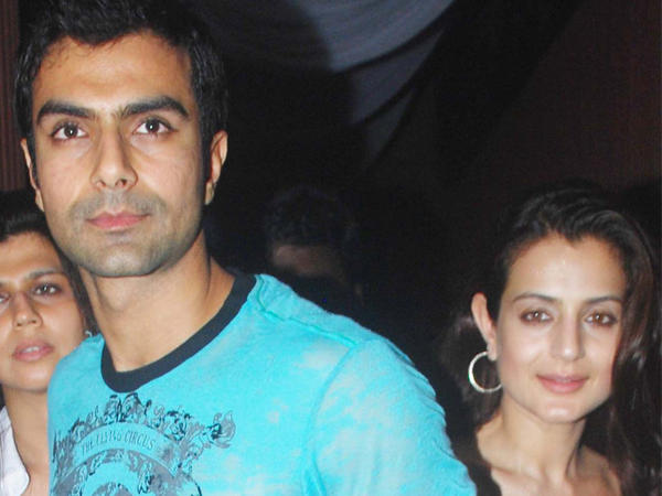 Ameesha And Ashmit Cute Face Look Photo