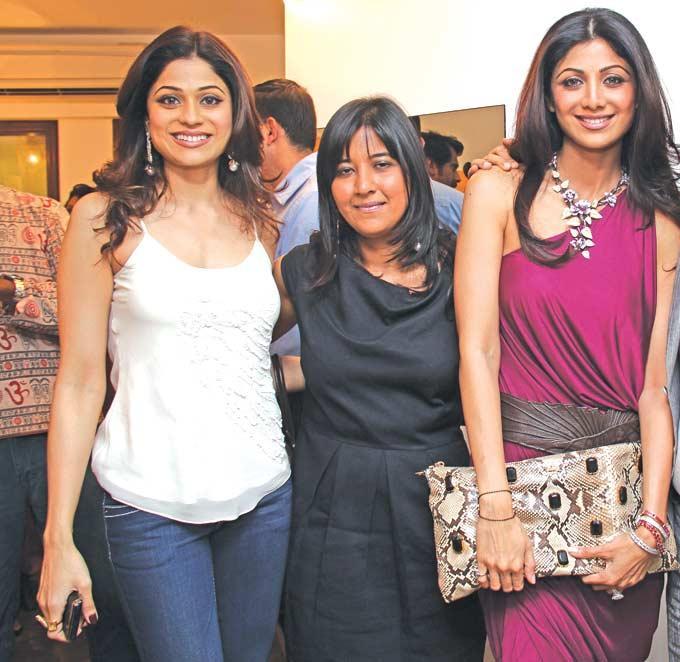 Shilpa And Shamita Glamour Look Still