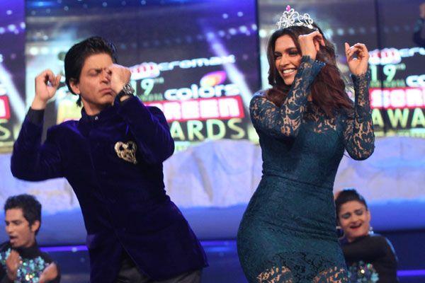 Shaharukh And Deepika Shake A Leg At 19th Colors Screen Awards