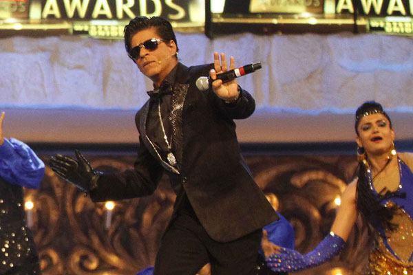 Shaharukh Rocking Performance At 19th Colors Screen Awards