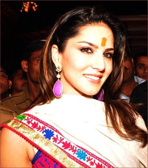 Sunny Leone Gorgeous Look Photo Clicked At Siddhivinayak Temple