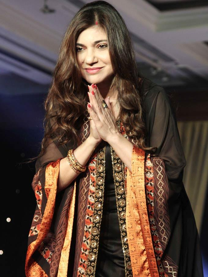 Alka Yagnik Greets Her Fans At Beti Fashion Show