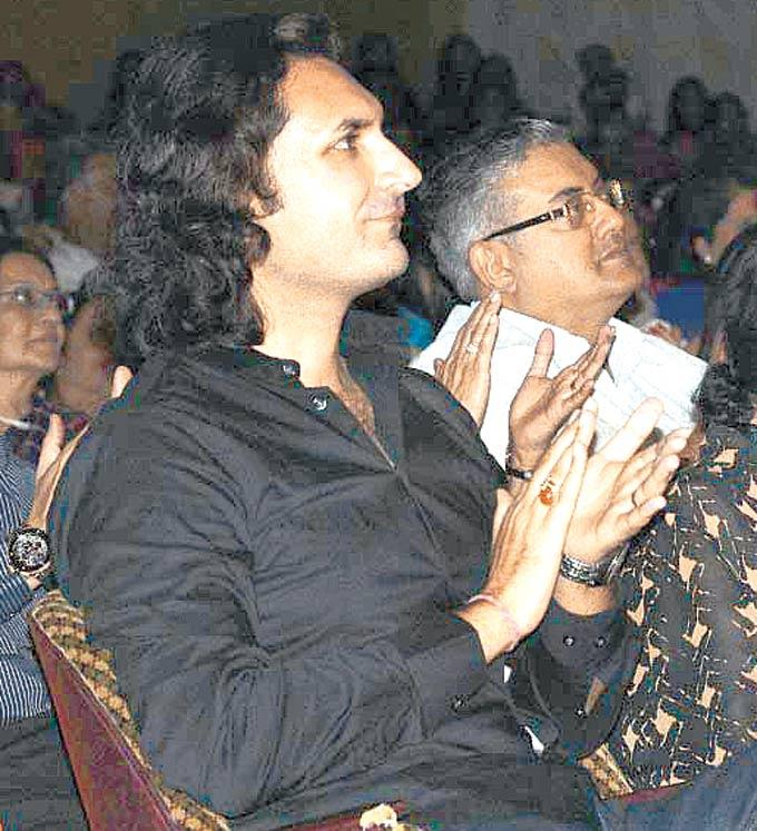 Rahul Sharma Pays Attention Photo Clicked During A Music Concert