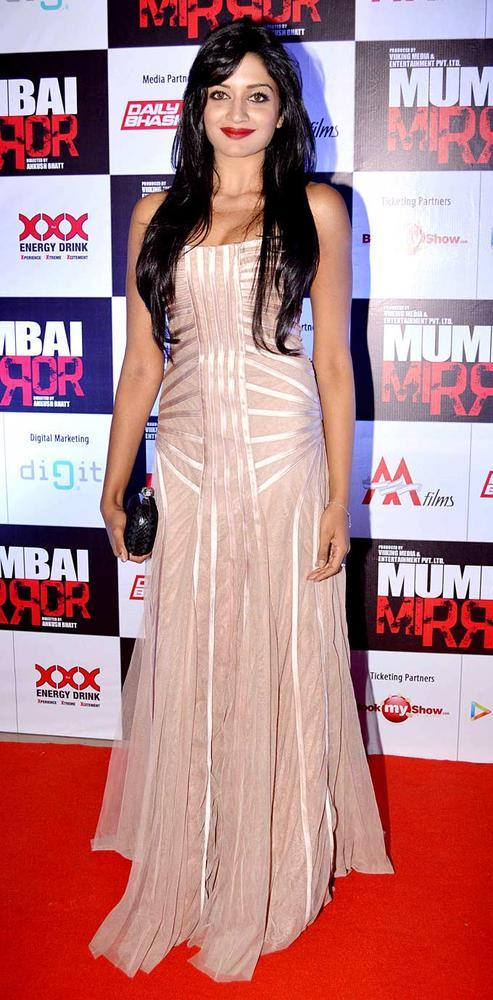 Gihana Gorgeous Look Photo In A Long Gown At Mumbai Mirror Screening
