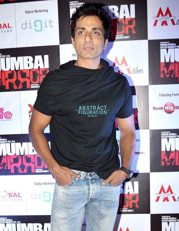 Sonu Sood Stylish Look Pose At Mumbai Mirror Screening