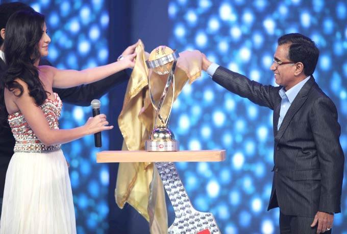 Katrina Kaif Unveils The CCL Trophy At The CCL Season 3 Red Carpet