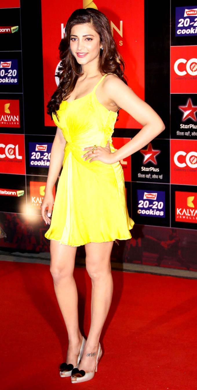 Shruti Haasan Glamour Look At The CCL Season 3 Red Carpet
