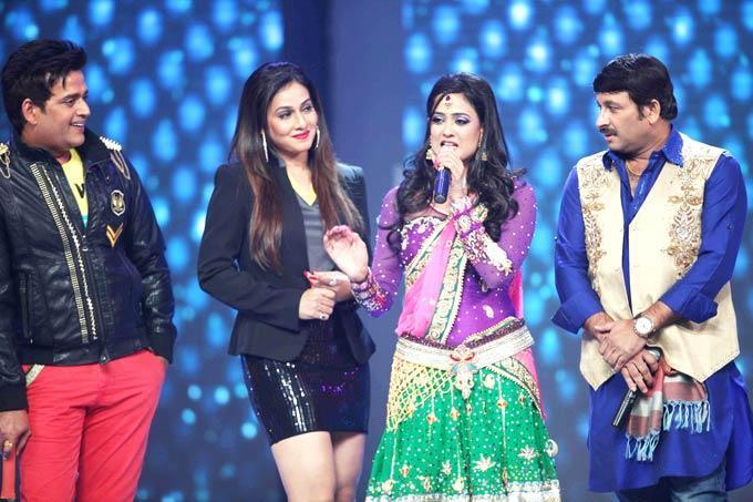 Shweta Speaks As Ravi And Mukesh Look On At The CCL Season 3 Red Carpet