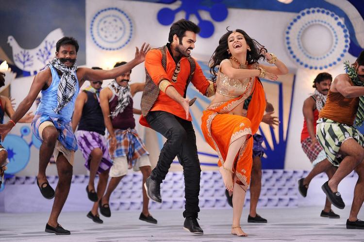 Ram And Kriti Hot Dancing Still From Ongole Gittha Movie