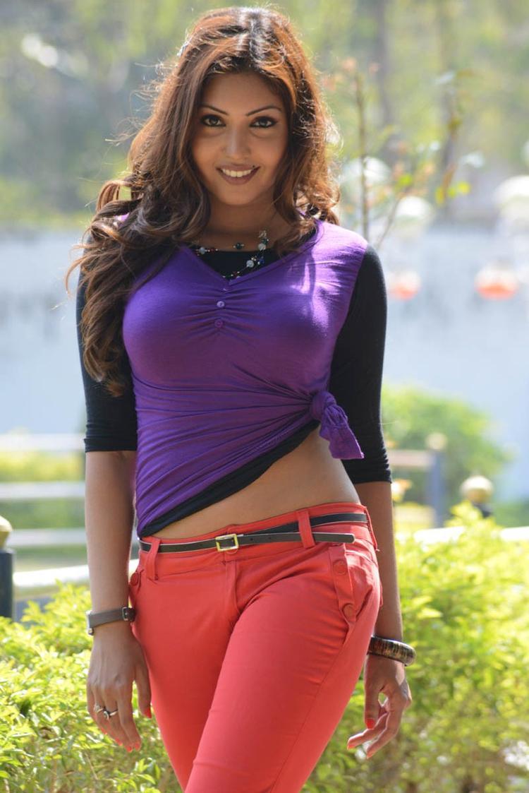 Komal Jha Trendy Looking Photo Still From Movie Eduruleni Alexander