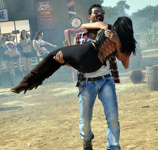 John And Chitrangada Snapped At I Me Aur Main Shooting Location