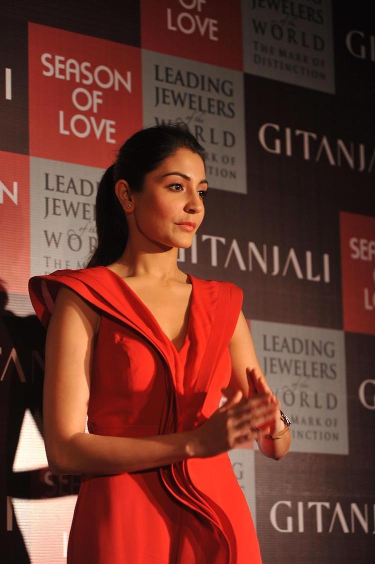 Anushka Cheers On At The Launch Of Season Of Love Range By Gitanjali Jewels