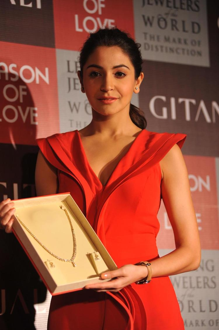 Anushka Posed With Jewels At The Launch Of Season Of Love Range By Gitanjali Jewels
